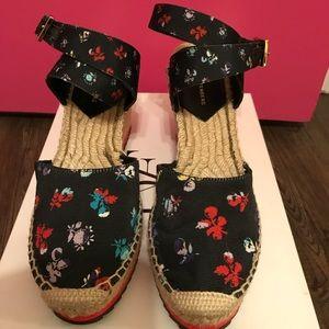 NIB Diane Von Furstenberg black floral wedges sz8